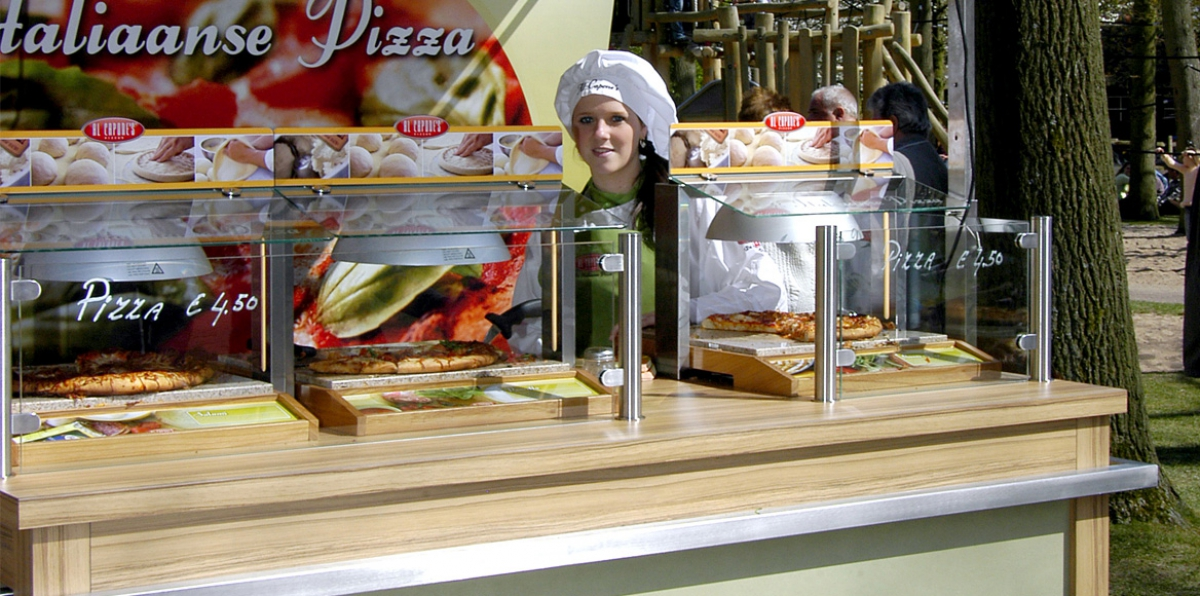 De Warmhoudplaten op een mobiel verkooppunt in de Keukenhof